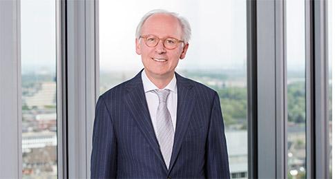 Dr. Hermann Knott